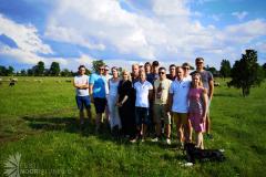 Kohustuslik grupifoto lammastega taustal
